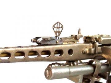 Fliegerabwehrvisier und Muntionskiste für MG 3 Maßstab 1:10